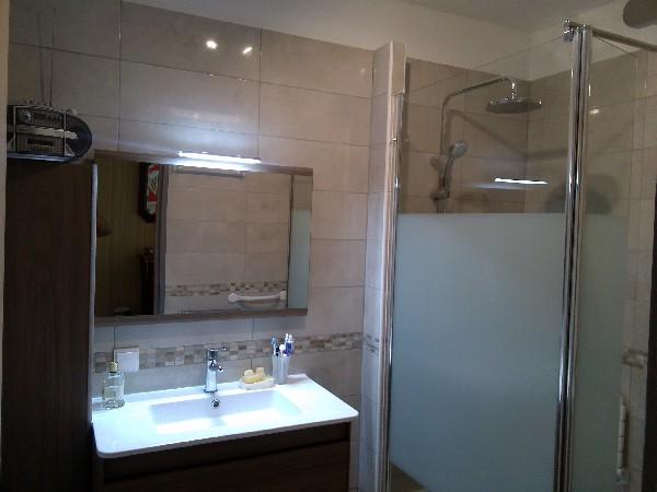 RENOVEHOME. Conception d'une salle de bain pour PMR à Martigues