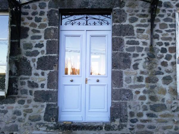 porte d'entrée chene massif fabriquée dans notre atelier a l'iddentique de l'ancienne.