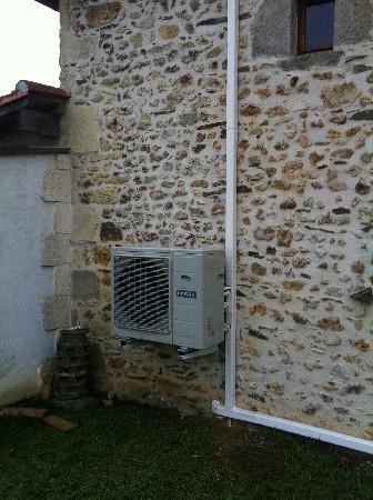 Climatisation réversible maison d'habitation unité extérieure marque HITACHI