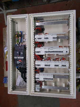 Les ampoules &agrave; LED : L&#039;&eacute;clairage de demain !<br /> Avec une faible consommation et un rendement 100 fois sup&eacute;rieur aux &eacute;clairages standards, r&eacute;alisez des &eacute;conomies et un retour sur votre investissement en un rien de temps ! <br /> <br /> Plus d&#039;informations sur notre site www.thionnet-electricite-surgeres/electricite-generale/eclairage/eclairage--leds