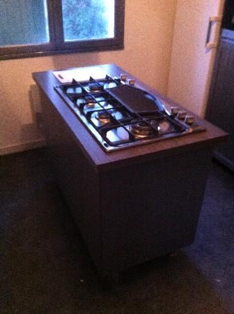 création d'un ilot de cuisine, avec une plaque de cuisson incorporée