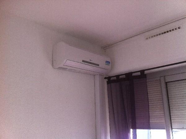 installation d'une climatisation reversible dans un appartement.