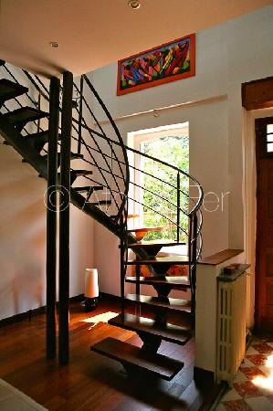 Escalier débillardé métal et bois.