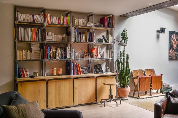 Bibliothèque métal et bois sur mesure.