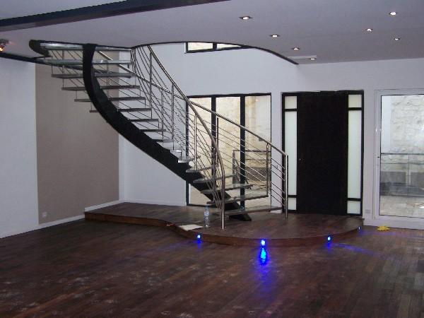 Réhabilitation d'une maison de ville - Escalier alu avec marches en verre