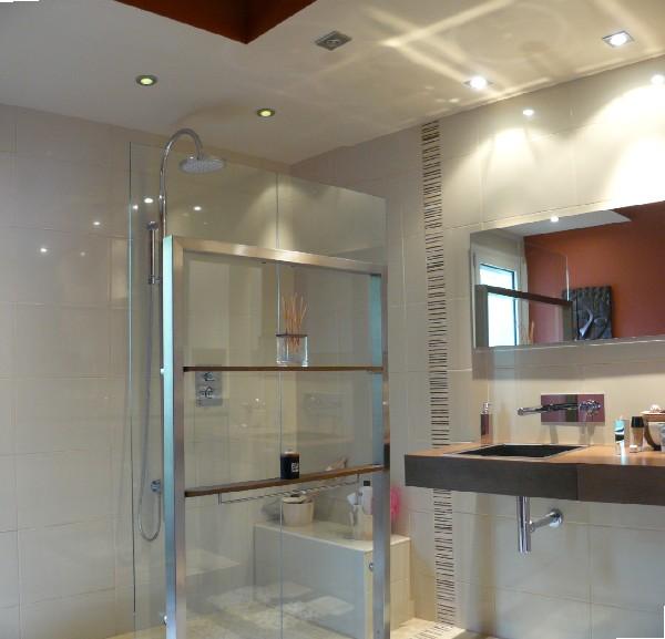 Rénovation d'une salle de bain, Sanitaires de chez Porcelanosa et robinetterie Porta