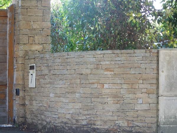 Piliers et murets en pierres sèches