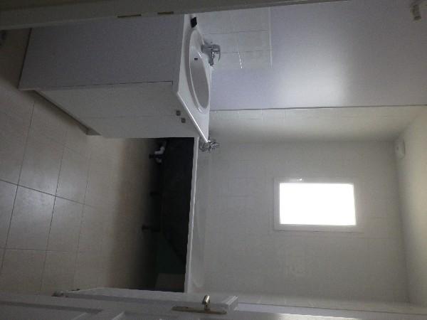 peinture plafond, murs et pose de faïences dans salle de bain