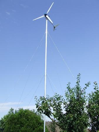 mini éolienne de 900W particuliérement efficace sur mât de 9m , nous  réalisons votre projet  et installons ce que vous voulez !
