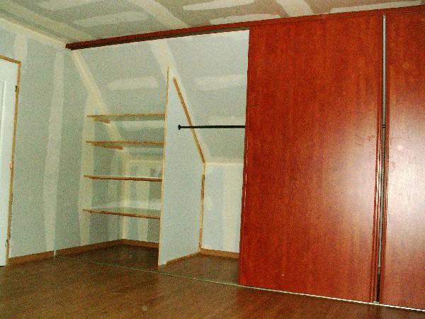 vaste placards avec portes coulissantes décor merisier