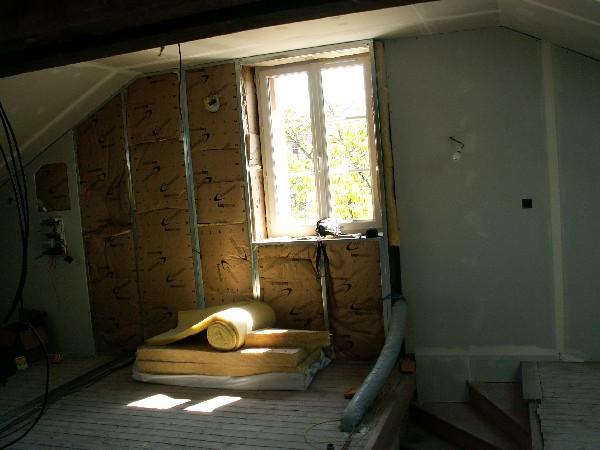 isolation et habillage d'un mur au moyen d'ossature métallique