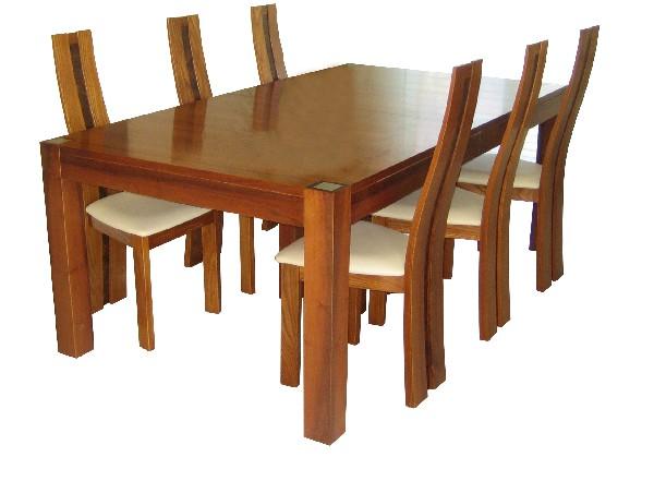 Table 2m*1.10m extensible de 1 à 6 rallonges pour 20 personnes en noyer.