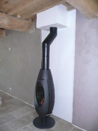 Exemple d'installation d'un poêle à bois INVICTA (Ove)pour lequel ATOUT RAMONAGE est revendeur