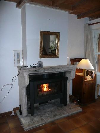 Fourniture et pose d'un poêle INVICTA Antaya dans un foyer ouvert à Beynost