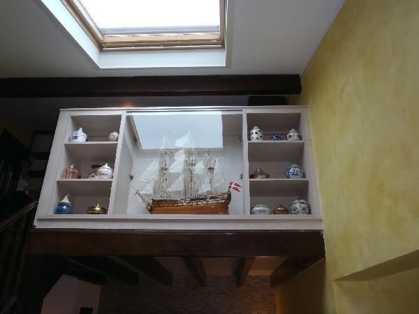 Fourniture et pose de meuble sur mesure pour maquettiste et collectionneurs.