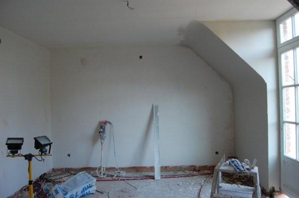 travail effectuer au platre a l ancienne directement sur brique rouge pour les mur et sur plaque de gyproc au plafond<br />