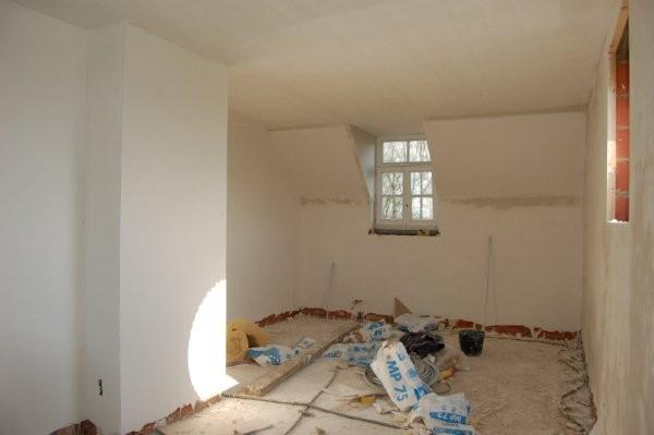 traveau au platre a l ancienne sur placo au plafond et sur brique platriere au mur les couchant  et jacobine sont fais en placo et enduit d une pelicule de platre