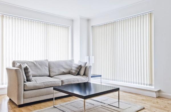 Les stores intérieurs remplacent avantageusement les rideaux et permettent une gestion précise de la diffusion de la lumière au travers des fenêtres.