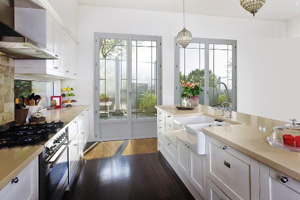 Les fenêtres et portes-fenêtres en PVC et aluminium posées par Isofaps dans les Yvelines ont des caractéristiques isolantes de très bonne qualité.