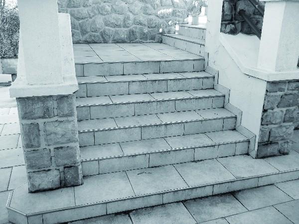 - Habillage d'un grand escalier extérieur